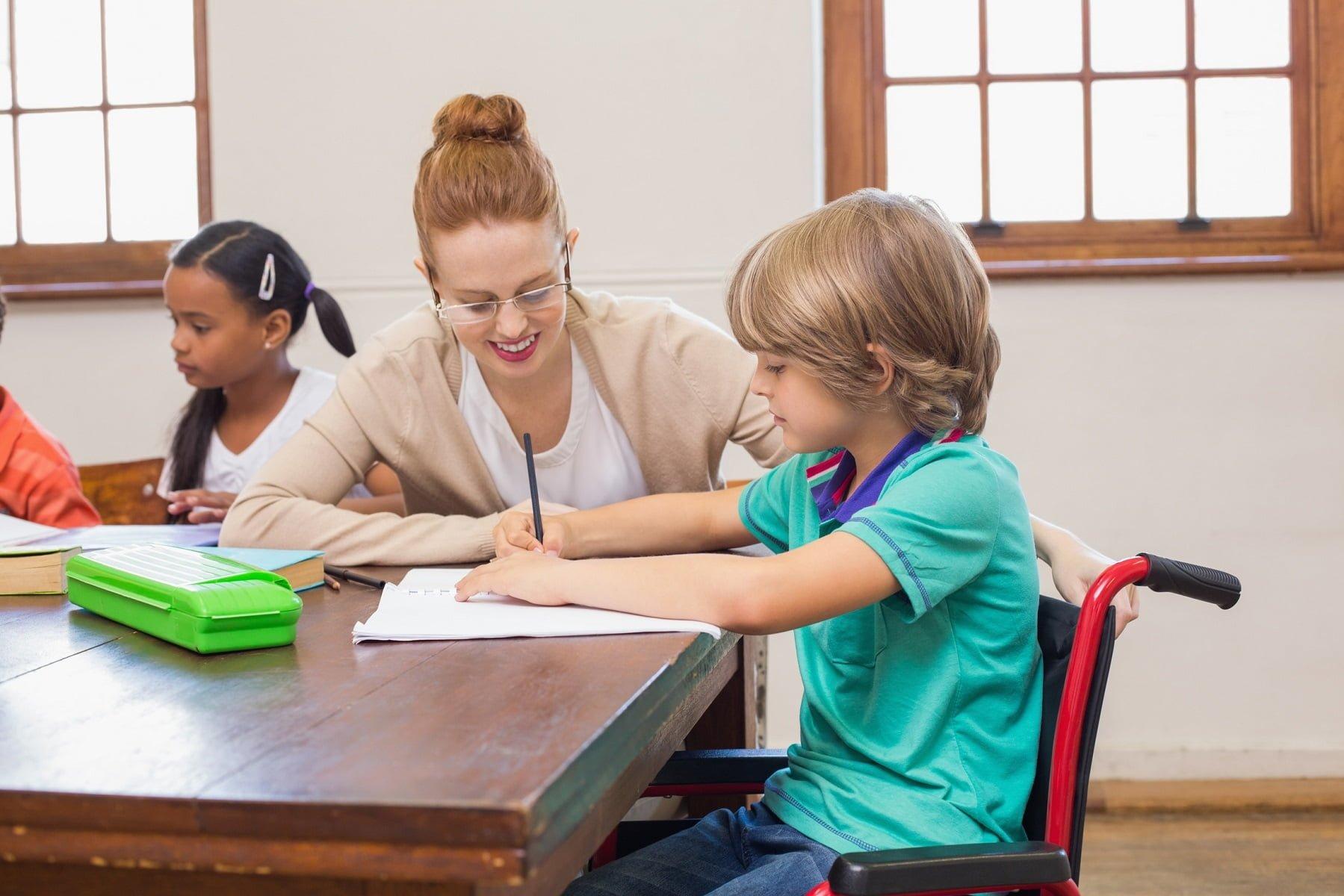 formation aesh - devenir auxiliaire de vie scolaire